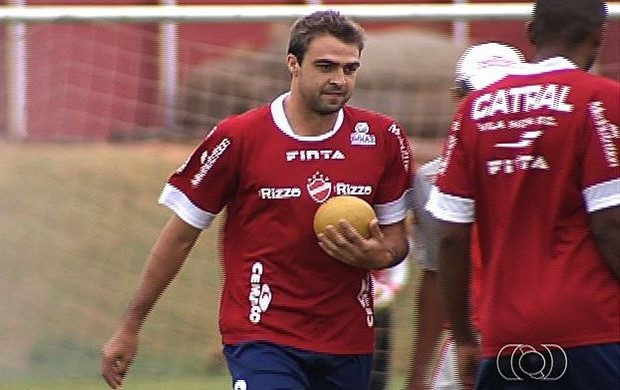 Alisson, volante e zagueiro do Vila Nova (Foto: Reprodução/TV Anhanguera)