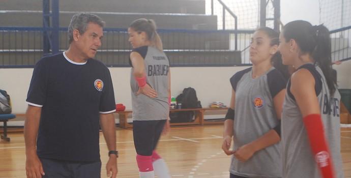 Zé Roberto no treino do Barueri (Foto: Marcos Guerra)