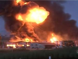 De acordo com os bombeiros, houve quatro explosões na empresa (Foto: Reprodução/TVTEM)