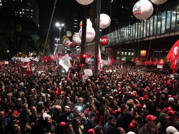 Manifestação contra o governo Temer bloqueia a Avenida Paulista (Foto: Marcelo Brandt/G1)