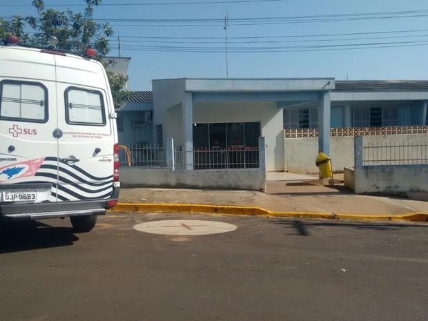 Menino foi levado para hospital em Iacanga, mas chegou sem vida  (Foto: Alexandre Azank/ TV TEM )