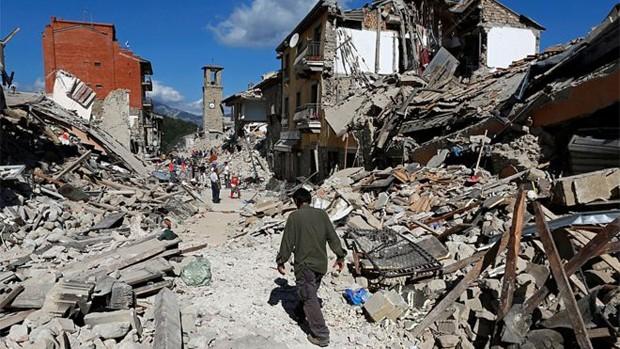 Pescara del Tronto foi uma das cidades atingidas pelo terremoto na região central da Itália  (Foto: Remo Casilli/Reuters)