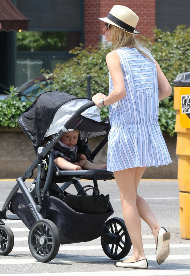 Nicky Hilton e a filha, Lily Grace (Foto: AKM-GSI)