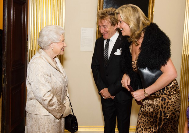 A Rainha Elizabeth II com Stewart e a mulher, Penny Lancaster (Foto: Getty Images)