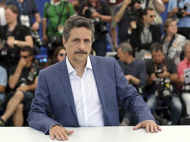 O diretor brasileiro Kleber Mendonça Filho divulga 'Aquarius' em Cannes nesta quarta (18) (Foto: AP Photo/Thibault Camus)