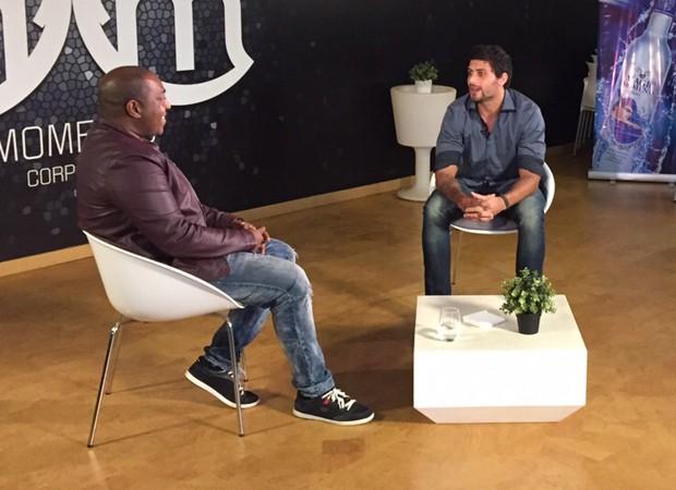 Jesus Luz dá entrevista para programa angolano (Foto: Divulgação)