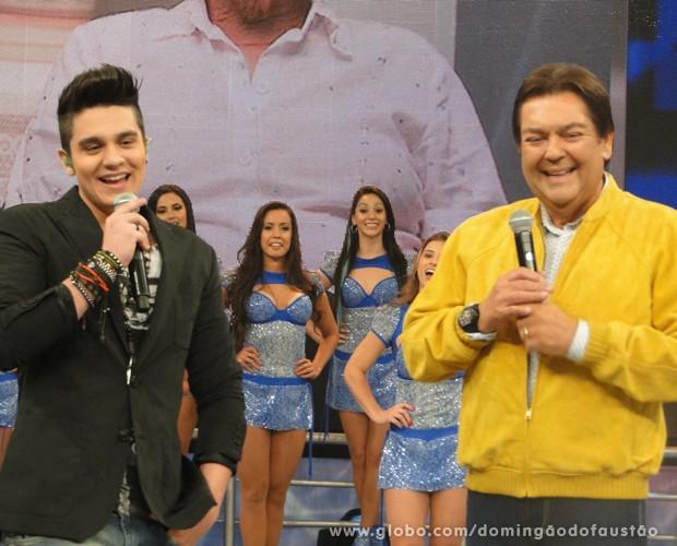 Luan Santana e a namorada no palco do Domingão gravado (Foto: Domingão do Faustão / TV Globo)