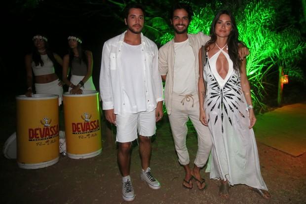 Thaila Ayala com amigos (Foto: Francisco Silva / AgNews)