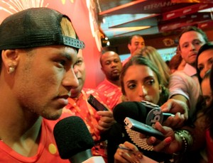 CARNAVAL: Neymar samb&#243;dromo sapuca&#237; (Foto: C&#237;ntia Barlem)