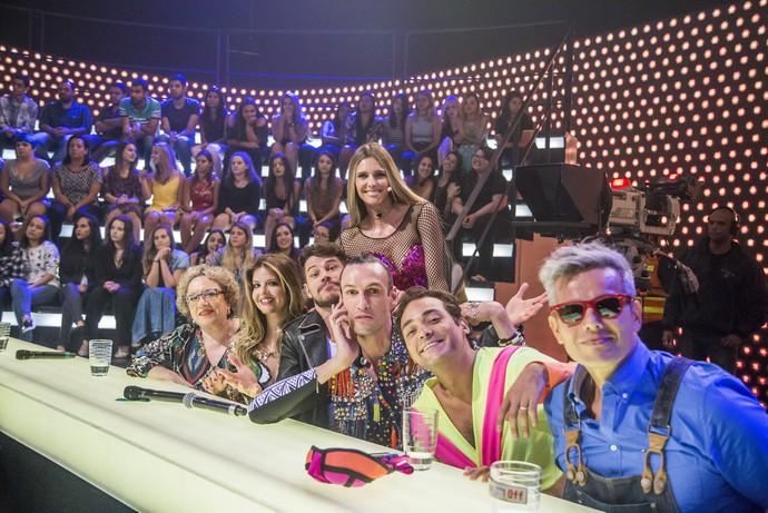 Fernanda com os jurados na bancada (Foto: TV Globo/Paulo Belote)