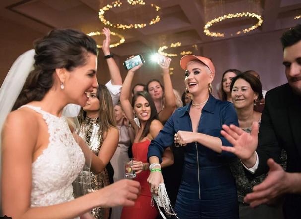 Katy Perry invade festa de casamento (Foto: Reprodução/Instagram)