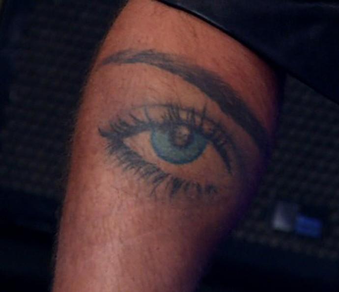 Bruno Gagliasso tatuou o olho de Giovanna Ewbank (Foto: TV Globo)