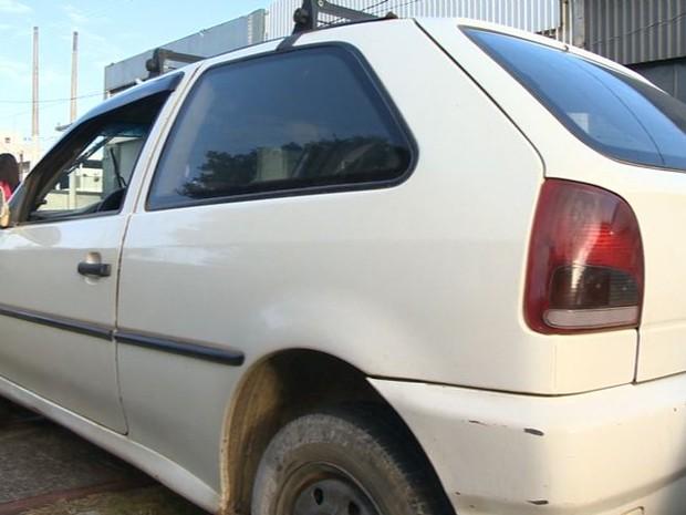 Carro é roubado no centro de Vitória, no ES (Foto: Reprodução/ TV Gazeta)