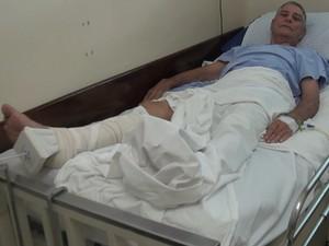 Carlos de Oliveira fraturou o quadril após escorregar em santinhos em Piracicaba (Foto: Reprodução EPTV)