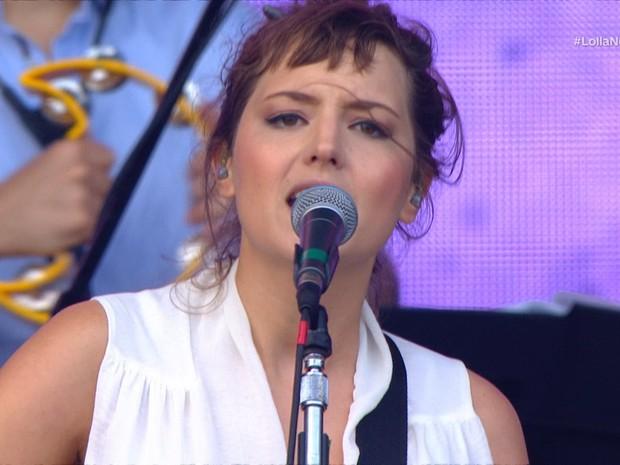 Mallu Magalhes cantou hits como 'Velha e Louca' e 'Sambinha Bom' no palco 3 do Lollapalooza Brasil 2018 (Foto: Bis)