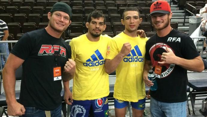 Melvin Blumer (esq) e Leandro Higo (de amarelo à dir) RFA MMA (Foto: Arquivo Pessoal)