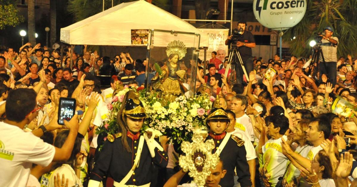 Festa de Santa Luzia começa com milhares de fiéis em Mossoró, RN - Globo.com