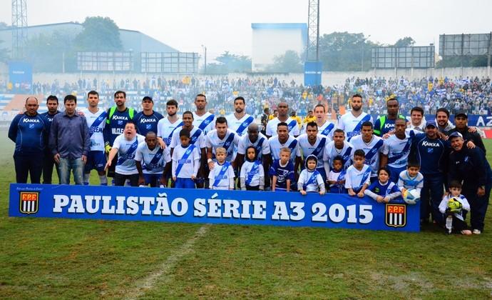 Taubaté Troféu posada (Foto: Bruno Castilho/ Divulgação)