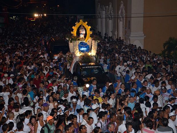 Romaria da Penha leva milhares às ruas em João Pessoa (Foto: Walter Paparazzo/G1)