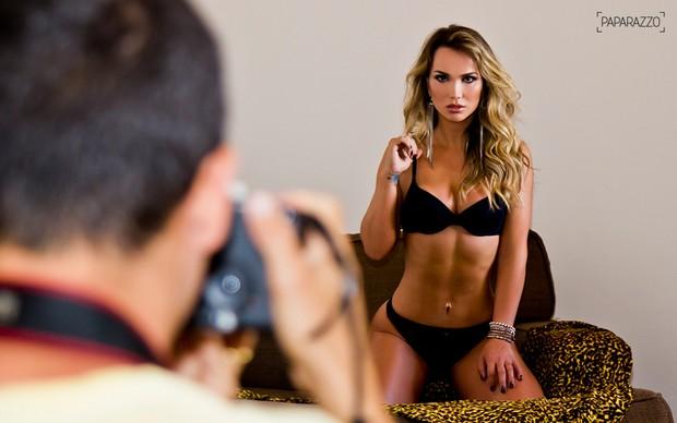 Making of Eliana Amaral posando para o Paparazzo (Foto: Anderson Barros / Paparazzo)