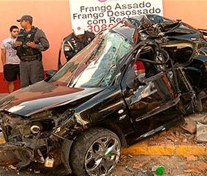 Acidente na Jaguarari deixou veículo completamente destruído (Foto: Reprodução/Inter TV Cabugi)