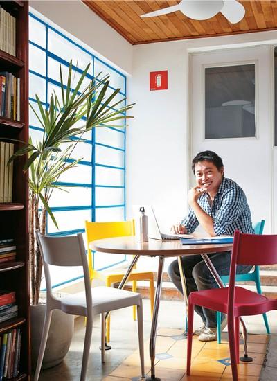 """Fabio tran codiretor da Fundação Estudar Quando assumiu a Fundação Estudar com Rodrigo Teles, em 2013, Tran tinha o desafio de encontrar novas fontes de renda e torná-la sustentável financeiramente. """"Com mais de 20 anos, a fundação virou uma startup"""", DI (Foto: Arthur Nobre)"""