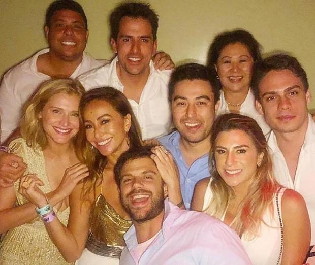 Celina Locks e Ronaldo passaram Revéilon com família de Sabrina Sato (Foto: Reprodução/Instagram)