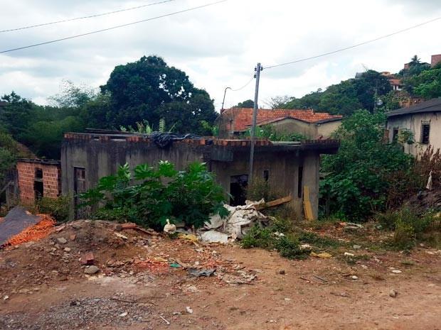 Casa onde ocorreu crime em Candeias, na Bahia (Foto: Cássia Bandeira/G1)