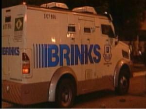 Resultado de imagem para carro forte da empresa Brinks