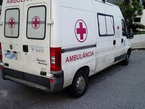 Ambulância estava com documentação atrasada e foi recolhida em Natal (Foto: Divulgação/Polícia Militar do RN)