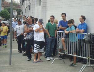 Fila se formou uma hora antes da abertura das bilheterias  (Foto: Bruno Gutierrez/Globoesporte.com)