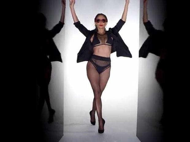 Jennifer Lopez em ação no clipe da música Booty (Foto: Youtube/ Reprodução)