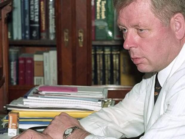 """O médico Hartmut Hopp, braço direito de Schäfer, em imagem de 2000. Hoje ele vive """"confortavelmente"""" na Alemanha (Foto: EPA/Villa Baviera)"""
