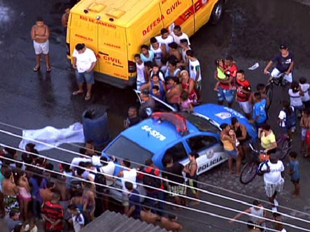 Criança morre esmaga por caminhão (Foto: Reprodução/ TV Globo)