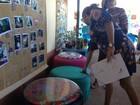 Estudantes expõem móveis feitos com pneus em semana ambiental