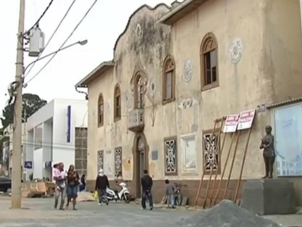 Centro Cultural de Itapetininga passa por reforma desde 2012 (Foto: Reprodução/ TV TEM)