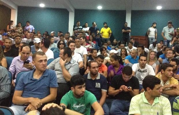 Membros do cadastros de reservas da PM aguardam novas convocações. Goiás Goiânia (Foto: Vanessa Martins/G1)