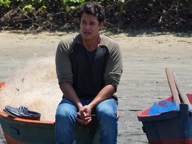 Hélio se emociona após a conversa com Donato (Foto: Flor do Caribe/TV Globo)
