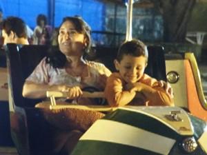 Candinho lembra de passeio com a mãe (Foto: Flor do Caribe/TV Globo)