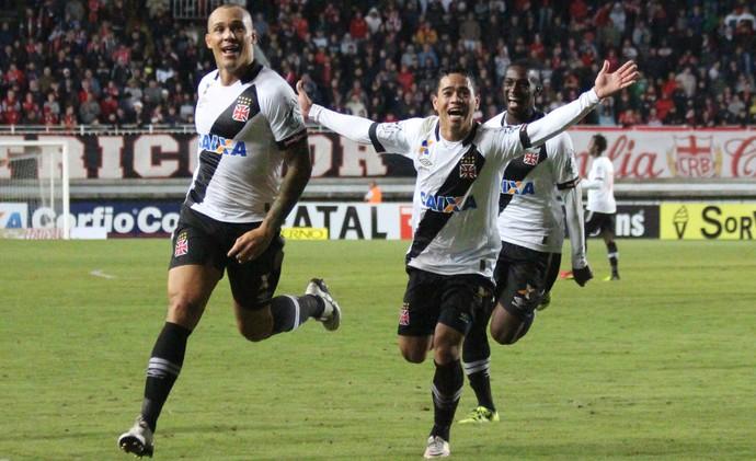 Lenadrão e Pikachu Vasco (Foto: Carlos Gregório Jr/Vasco.com.br.)