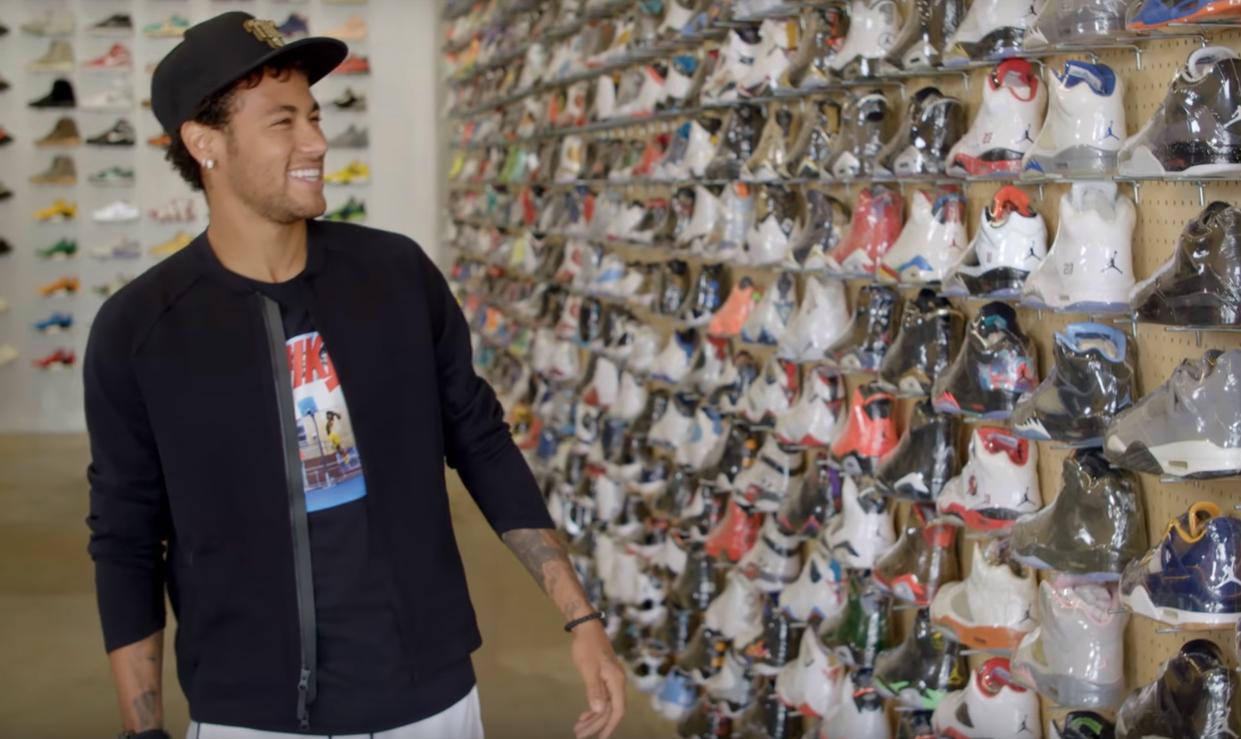 Neymar comprando tênis em Los Angeles (Foto: Reprodução/Youtube)