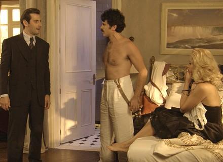 Araújo flagra Sandra e Ernesto na cama!