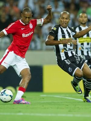 Fabrício em lance no jogo entre Ceará e Inter (Foto: Alexandre Lops/Inter)
