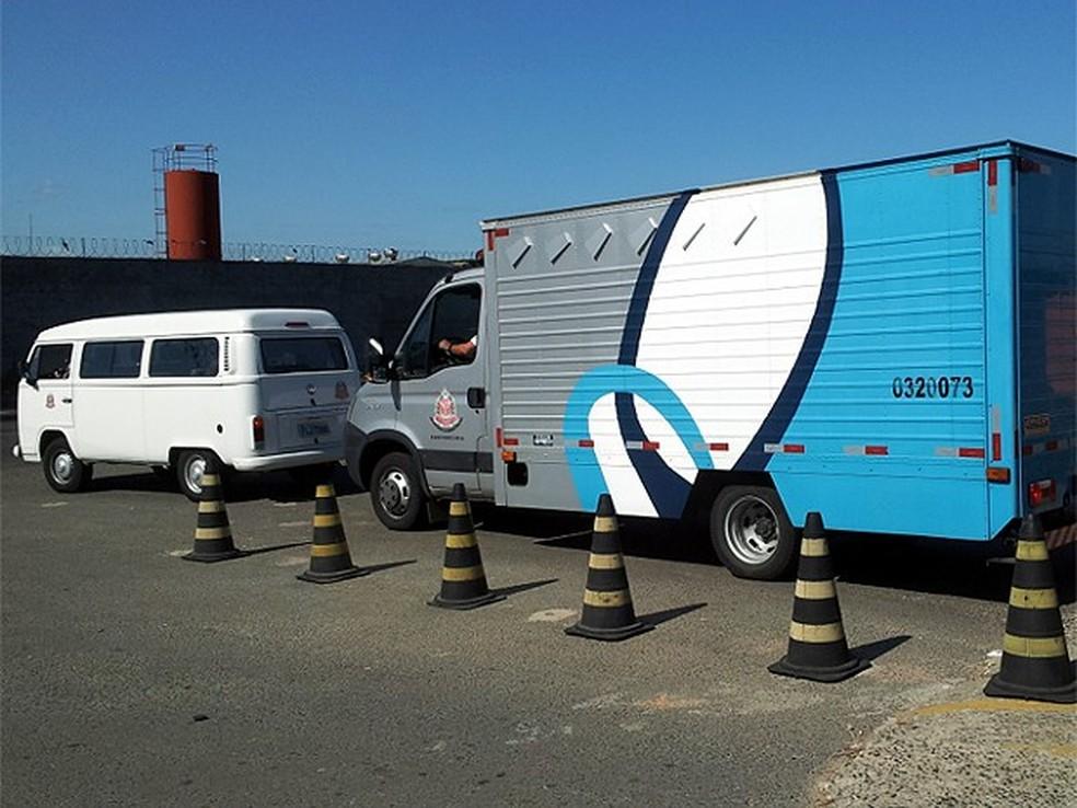 Veículos da SAP fazem transporte de presos entre penitenciárias com escolta da PM no estado (Foto:  Marcello Carvalho/G1)
