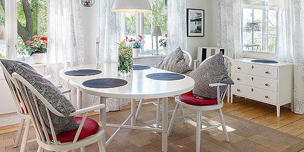Interior confortável na casa da ilha Vifärnaholme (Foto: Divulgação)