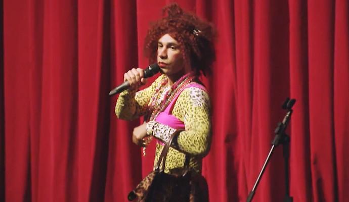 Rodrigo Santana no papel de Váleria do Zorra Total (Foto: Reprodução Carona)