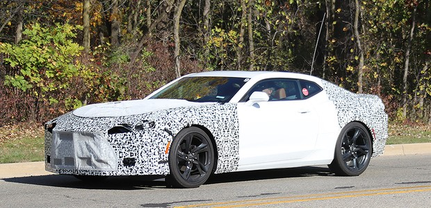 Flagra: linha Chevrolet Camaro 2019 em testes (Foto: Automedia)