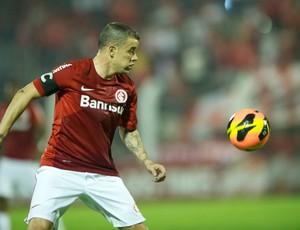 D'Alessandro contra o Vitória (Foto: Alexandre Lops / Inter, DVG)