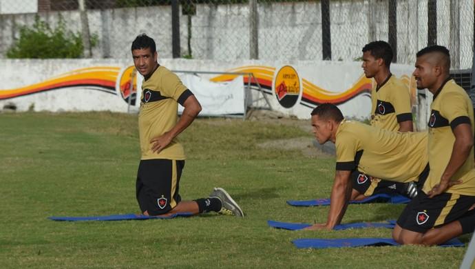 Val, volante, Botafogo-PB (Foto: Edgley Lemos / GloboEsporte.com/pb)