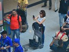 Françoise Forton tieta bateria da Portela em aeroporto no Rio